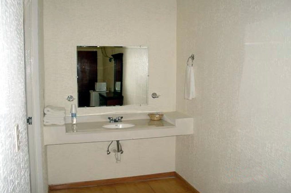 BAÑO JR SUITE